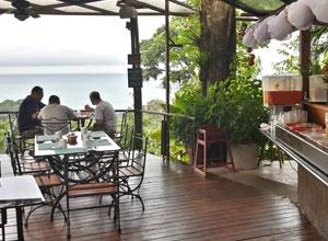 The breakfast terrace at Si Como No