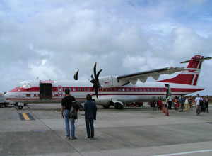 The plane arrives in Rodrigues